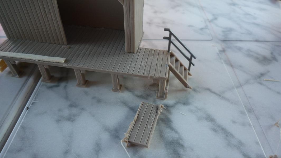 vorne kam noch eine holzleiste drauf die liegt dort auch rum. Black Bedroom Furniture Sets. Home Design Ideas